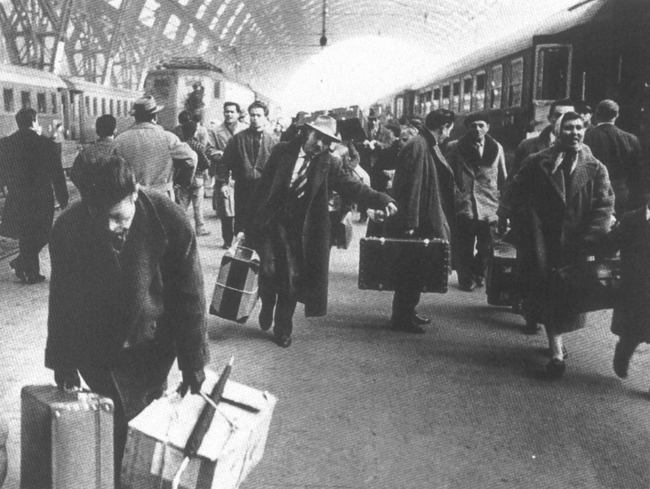 Immigrati in arrivo alla Stazione Centrale, 1959