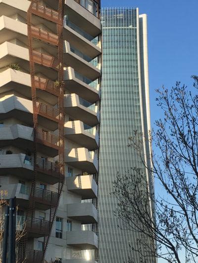 CityLife, Milano. In primo piano gli edifici residenziali dello Studio Daniel Libeskind (2010-2013), in secondo piano la torre di Zaha Hadid Architects (2010-2018)