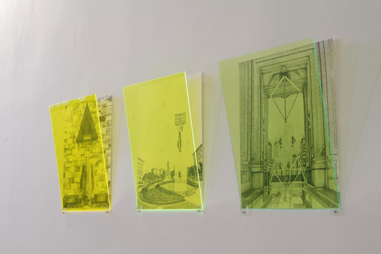 """Exhibition View Nell'immagine tre disegni del progetto Hacking Monuments di Simona Da Pozzo (disegni penna gel nera su carta cotone pressata a freddo, 450 gr, 40 x 50 cm): """"B side // Pertini""""(2017); """"Hic et Nunc // Cabrini"""" e """"Other Opera// Verdi""""(2018)."""