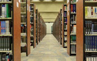 Scaffalature in biblioteca